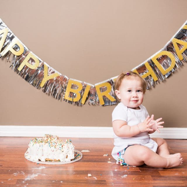 What are cake smash photos?